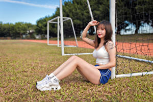 Wallpaper Asian Sit Legs Shorts Sleeveless shirt Hands Staring Blurred background female