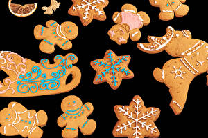 Photo New year Cookies Black background Design Sledge Snowflakes Food