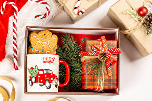 Pictures Christmas Cookies Lollipop Gifts Mug Branches Bowknot
