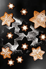 Picture Christmas Cookies Powdered sugar Gray background Design Snowflakes