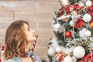 桌面壁纸,,新年,墙,圣诞树,球,棕色的女人,凝视,,
