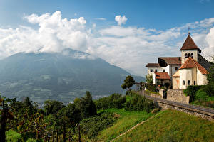 Hintergrundbilder Italien Gebirge Kirchengebäude Alpen Wolke Dorf Tirol Natur