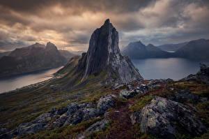 Hintergrundbilder Norwegen Gebirge Felsen Wolke Senja Natur