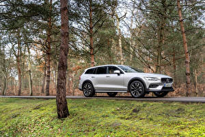 Picture Volvo Silver color Metallic Station wagon Volvo V90 B4 Cross Country, 2020 -- automobile