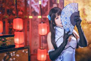 Hintergrundbilder Asiatische Unscharfer Hintergrund Brünette Fächer Starren Hand Handschuh Mädchens