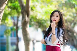 Papel de Parede Desktop Asiático Bokeh Ver Mão Cabelo preto Meninas moça
