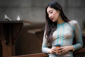 Fotos Asiatisches Brünette Kleid Hand