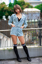 Fotos Asiaten Pose Bein Blick Mädchens