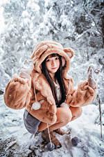 Picture Asian Snow Sit Fur coat Glance Girls