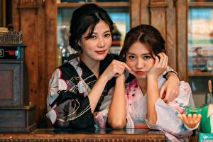 Hintergrundbilder Asiatische 2 Kimono Umarmung Blick
