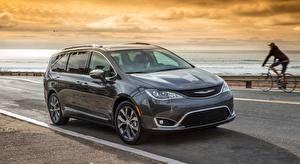 Fondos de Pantalla Chrysler Crossover Fondo gris Familiar Pacifica Limited, 2016 Coches imágenes