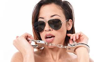 Fondos de escritorio Clara Rene Pelo castaño Anteojos Gafas Mano Mujer joven Chicas