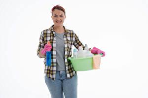Hintergrundbilder Putzfrau Lächeln Handschuh Hemd Jeans Weißer hintergrund Mädchens