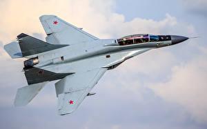 Fotos Flugzeuge Jagdflugzeug RSK MiG-35 Flug Russischer Luftfahrt