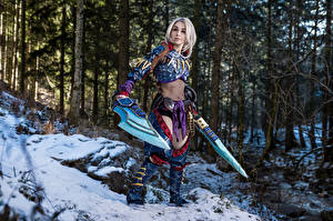 Picture Forests Mikhail Davydov photographer Posing Armor Swords Snow Cosplay Monster Hunter, Nargacuga Armor young woman Fantasy