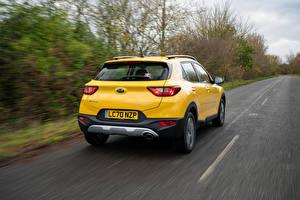 Picture KIA Roads CUV Yellow Metallic Motion Back view Stonic, UK-spec, (YB), 2021 Cars
