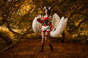 Bilder League of Legends Ahri Mikhail Davydov photographer Cosplay Posiert Bein Mädchens Fantasy Spiele