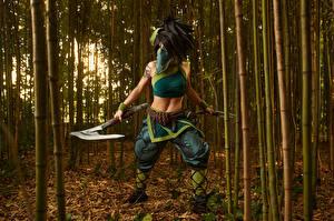 Bilder League of Legends Posiert Pose Streitaxt Junge Frauen Akali Mädchens Fantasy