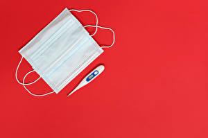 Fotos Maske Coronavirus Thermometer Roter Hintergrund Vorlage Grußkarte