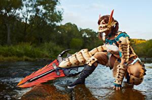 Bilder Mikhail Davydov photographer Posiert Sitzen Sitzend Rüstung Starren Blick Barioth Armor Mädchens Fantasy