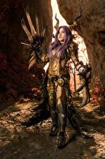 Bilder Mikhail Davydov photographer Posiert Rüstung Horn Cosplay Kulve Taroth Armor junge frau Fantasy
