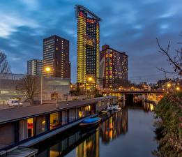 Desktop hintergrundbilder Niederlande Abend Gebäude Brücken Boot Kanal The Hague Städte