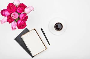 Bilder Rose Kaffee Weißer hintergrund Tasse Notizblock Kugelschreiber Vorlage Grußkarte Blumen