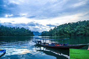 Sfondi desktop Thailandia Parchi Lago Foresta Banchina Piccola barca Cheow Lan Lake Khao Sok National Park Natura