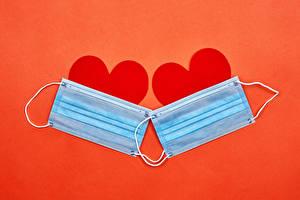 Bilder Valentinstag Coronavirus Maske Roter Hintergrund Herz Zwei