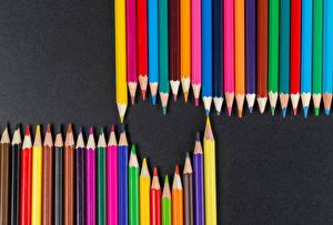 Bilder Valentinstag Grauer Hintergrund Herz Bleistift Mehrfarbige
