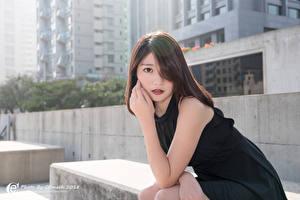 Hintergrundbilder Asiaten Bokeh Brünette Starren Hand Kleid