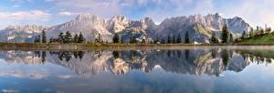 Bureaubladachtergronden Oostenrijk Bergen Een meer Landschap van Panoramische Alpen Weerspiegeld Tyrol Natuur