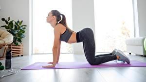 Hintergrundbilder Fitness Pose Trainieren junge frau