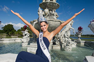Photo Fountains Sculptures Crown Smile Glance Hands Paulina Vega, Columbian, Miss Universe 2014 Girls