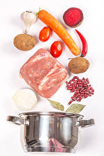 Picture Meat products Potato Carrots Beetroot Tomatoes Garlic White background Beans