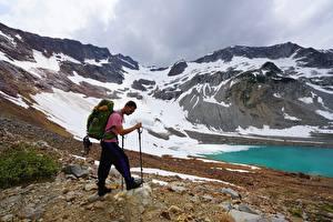 Papel de Parede Desktop Homem Montanha Lunettes Mochila Alpinista Naturaleza