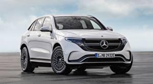 Bilder Mercedes-Benz Weiß Vorne Softroader EQC 400 4MATIC, AMG Line, 2019 Autos