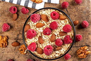 Photo Oatmeal Raspberry Nuts Walnut