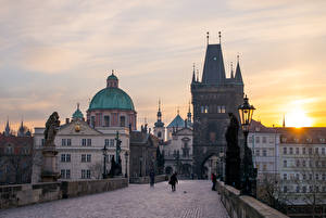Pictures Prague Czech Republic Bridges Sculptures Sunrise and sunset Charles Bridge Street lights Cities