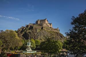 Fonds d'écran Écosse Château fort Fontaine Falaise Edinburgh Castle, Castle Rock