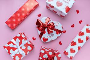 Hintergrundbilder Valentinstag Rosa Hintergrund Geschenke Schleife Herz