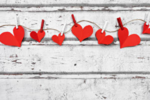 Fondos de escritorio Día de San Valentín Holzplanken Pinza de ropa Cuerda Corazón Tarjeta de felicitación de la plant