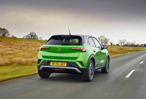 Hintergrundbilder Vauxhall Straße Crossover Grün Metallisch Fährt Mokka-e, 2021 auto