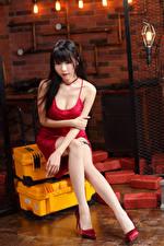Fondos de escritorio Asiático Cabello negro Nia Sentado Vestido Pierna Contacto visual mujer joven