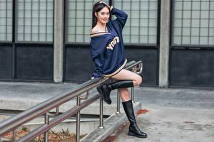 Hintergrundbilder Asiaten Pose Bein Stiefel Blick Mädchens