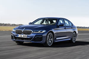 Bureaubladachtergronden BMW Lichtblauw 2020 530e xDrive M Sport Worldwide auto's