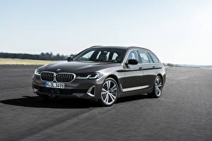 Bakgrunnsbilder BMW Grå Metallisk Crossover 2020 530i Touring Luxury Line Worldwide Biler