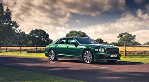 Bakgrundsbilder på skrivbordet Bentley Sedan Grön Sidovy Flying Spur, Styling Specification, UK-spec, 2020 bil
