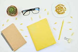 デスクトップの壁紙、、サボテン、グレーの背景、メモ帳、眼鏡、鉛筆、
