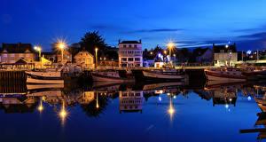 Bilder Frankreich Haus Bootssteg Fluss Binnenschiff Nacht Straßenlaterne Grandcamp-Maisy, Calvados Städte